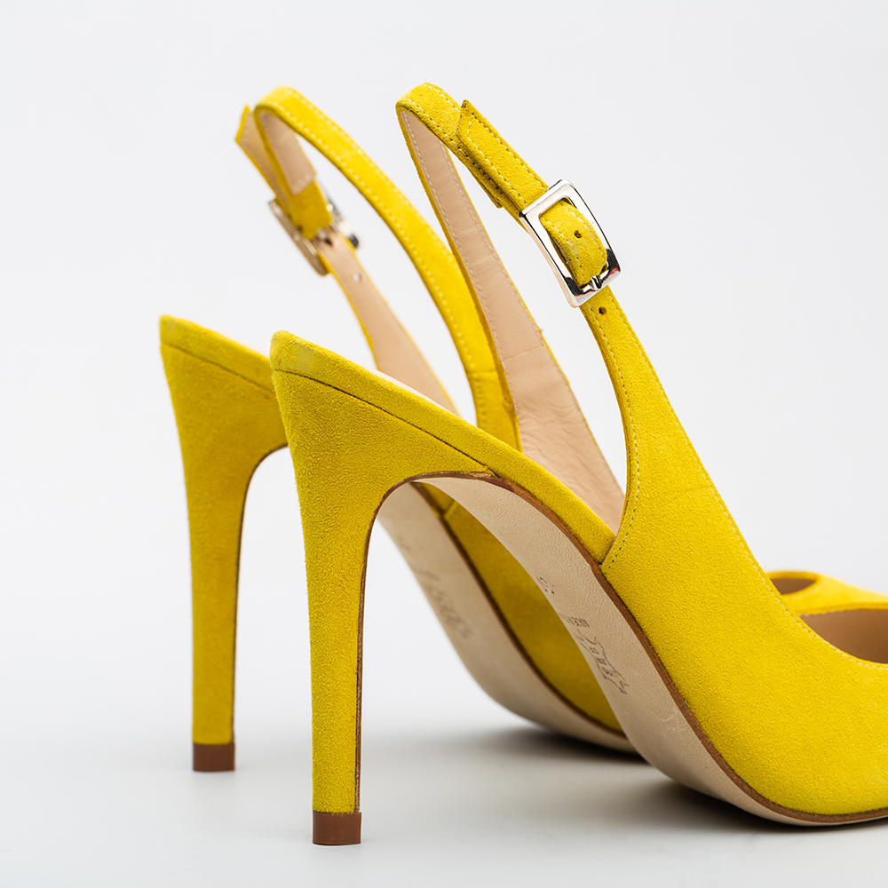 gran selección de bb5ca 4aa8f Zapato Gabriela De Moll Mostaza Salón Destalonado aROxBnrfa