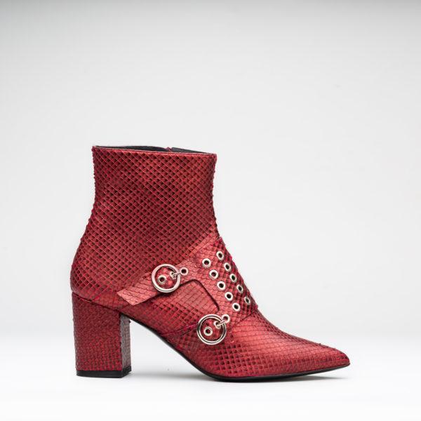 4744e0d4ef9 botines de punta fina efecto serpiente color rojo carmín